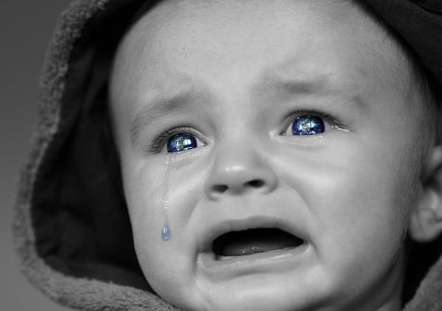 赤ちゃんが夕方にグズグズ・・・黄昏泣きはいつからいつまで?