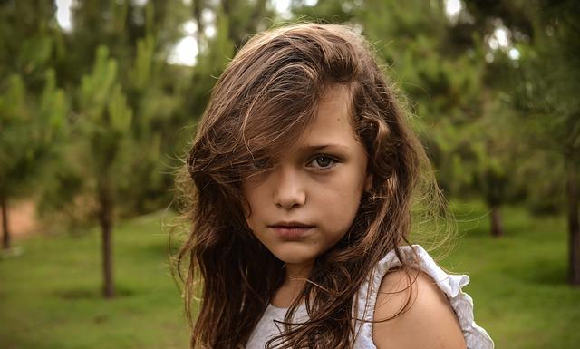 子供の髪の毛が脂っぽい!髪のべたつきの原因と対処法とは?