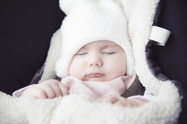 赤ちゃんが冬に暑い時のサインは?着せすぎの判断の仕方は?