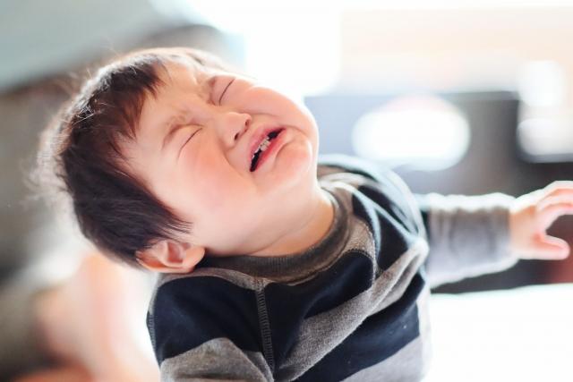 夜驚症って怒りすぎが原因で起こるの?夜驚症と夜泣きの違いはなに?